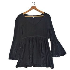 {Tobi} Black Flare Sleeved Lace Tunic Size Medium